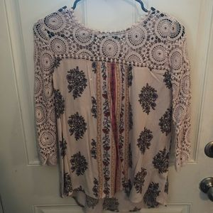 Super pretty shirt with lace top and sleeves